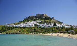Dorf auf Rhodos am Meer