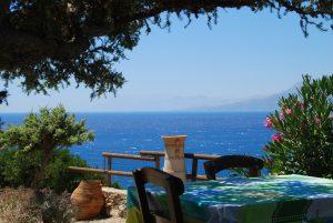 Taverne auf Kreta mit Blick aufs Meer